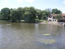 Image of shoreline along Lincoln Park in Milwaukee